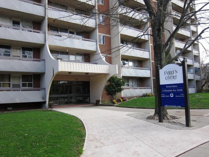 Evelyn Court Apartments