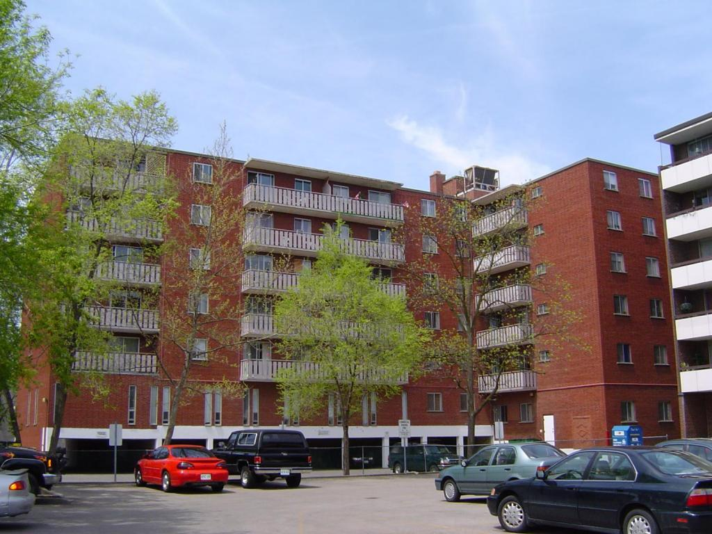 Dundas Apartment for rent, click for more details...