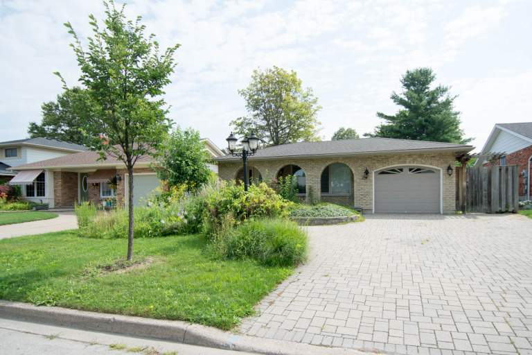 Close to North Lake  - Backsplit 3BDRM