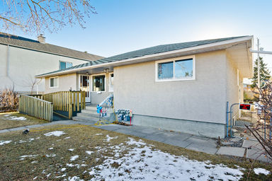 Home For Rent in  3909 10 Avenue Sw, Calgary, AB