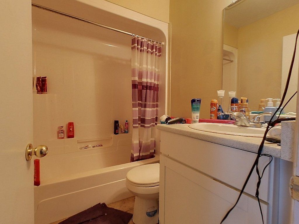 Unit 3, 329 Spruce Street- Bathroom