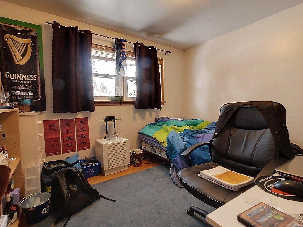 266 Sunview St. Main floor Bedroom