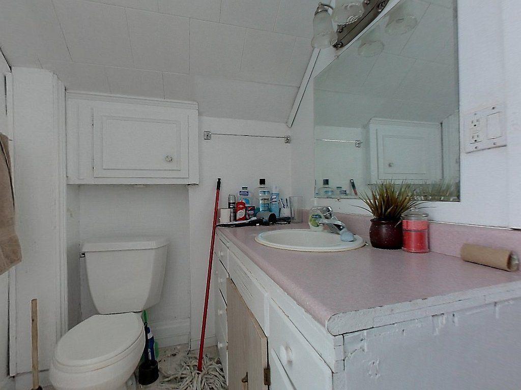 93 Regina St Noth Unit A Bathroom
