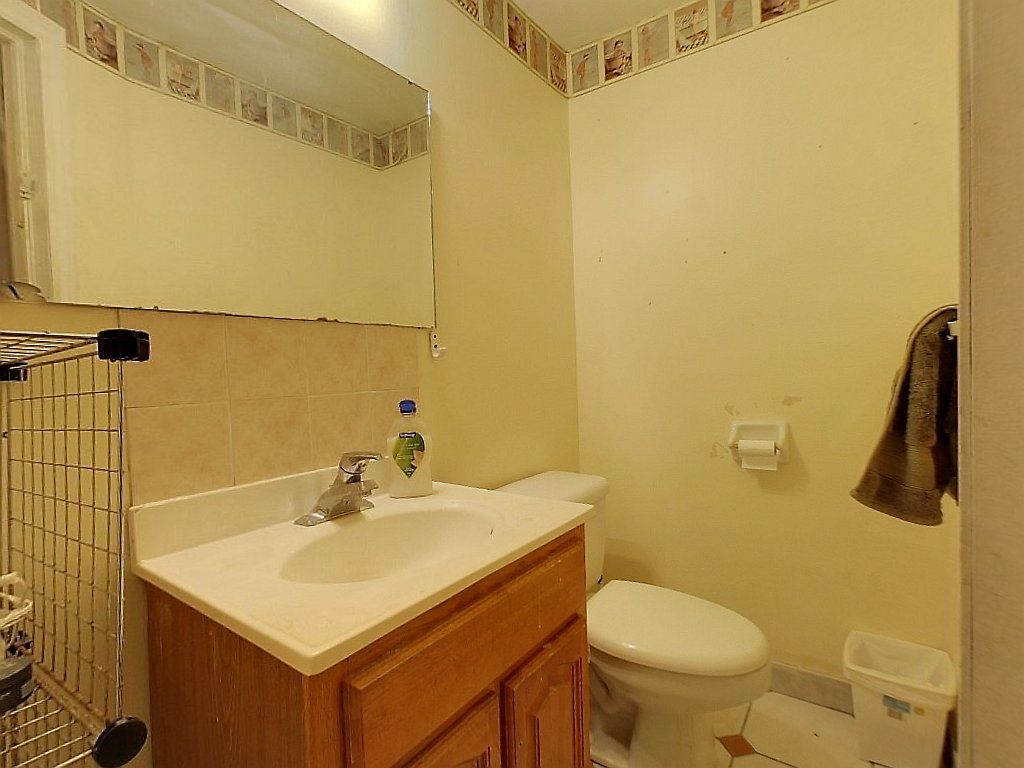 93 Regina St North Unit B-Bathroom