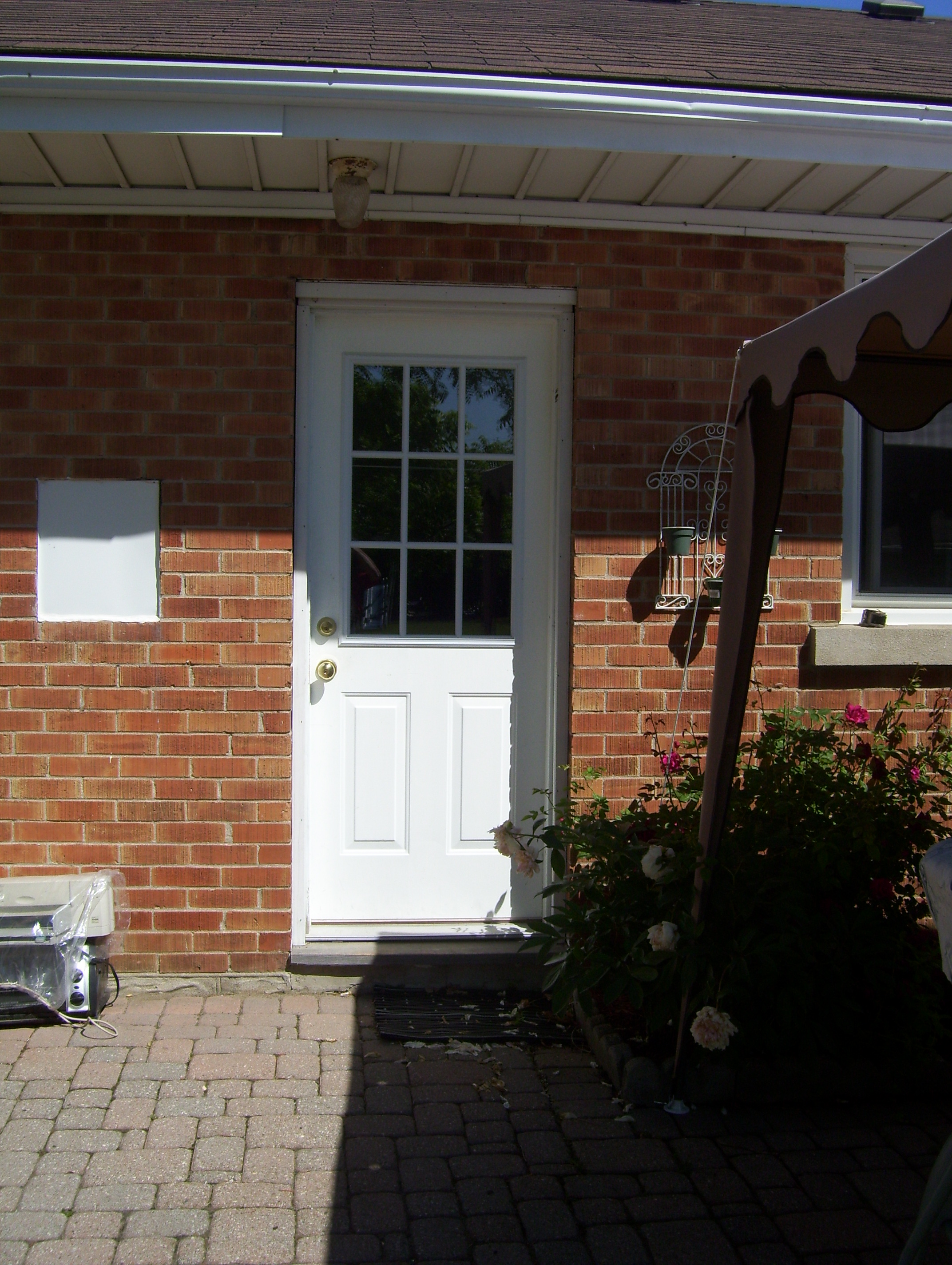 U of W Student Renters Look Here!Two bedroom student apartment - rent entire apartment or one bedroom within it! September Start