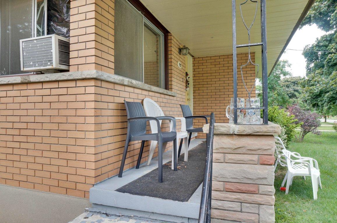 42 High - Porch