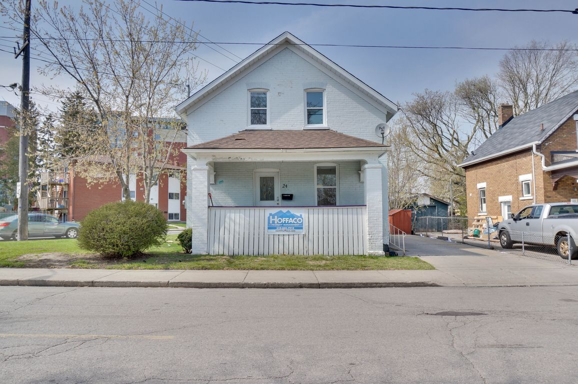 24 Noecker - Loud students? Detached house with wide yard! Walk to WLU+Uptown! Free utilities!
