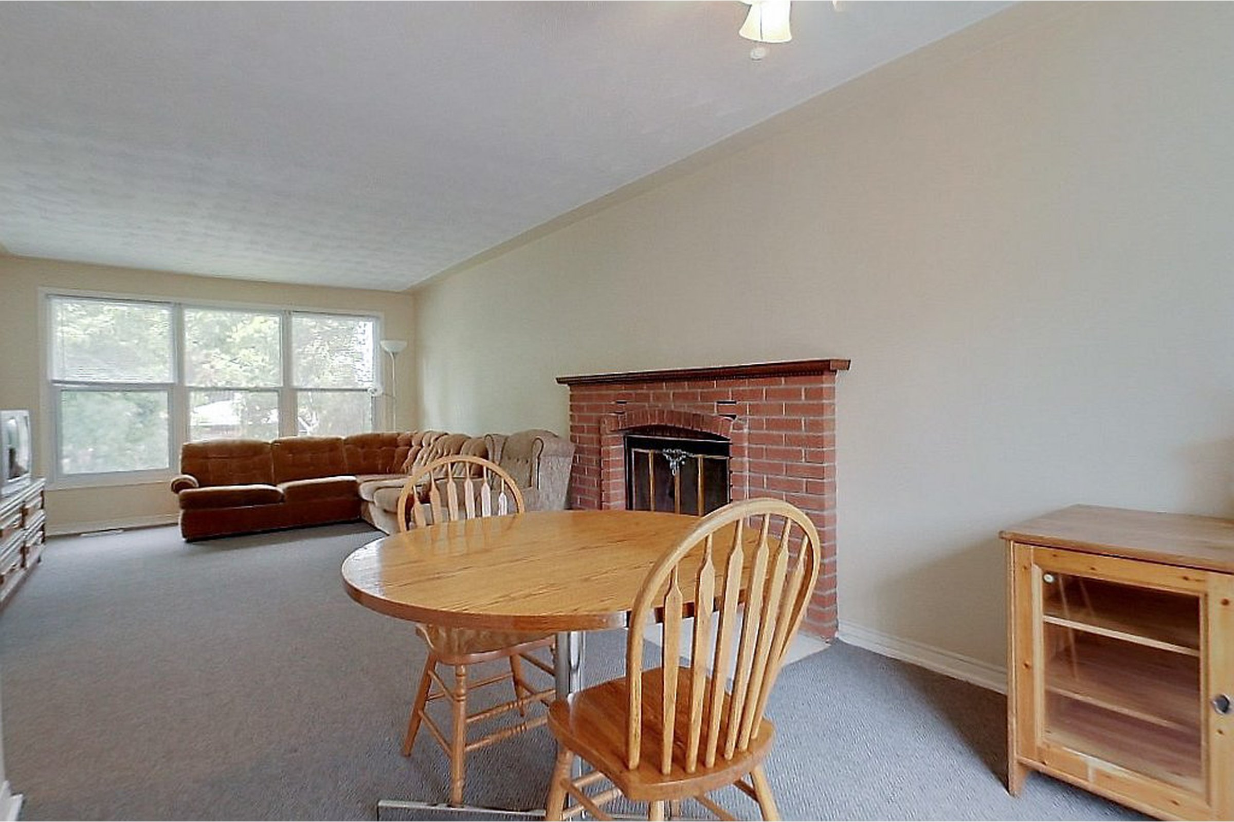 69 Blythwood - January 2016 or later start date - STUDENTS! Short or long term lease. Furniture + Utilities included. Cheap and