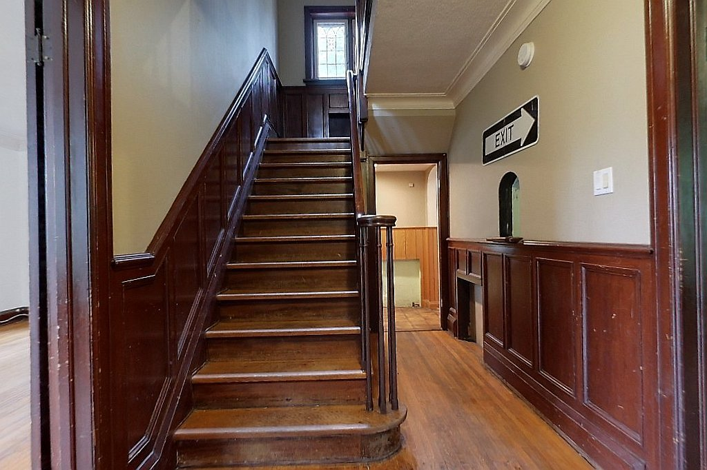 14 John - Beautiful detached house - Mature trees surround - Big space in uptown/Mary-Allen - Walk everywhere!
