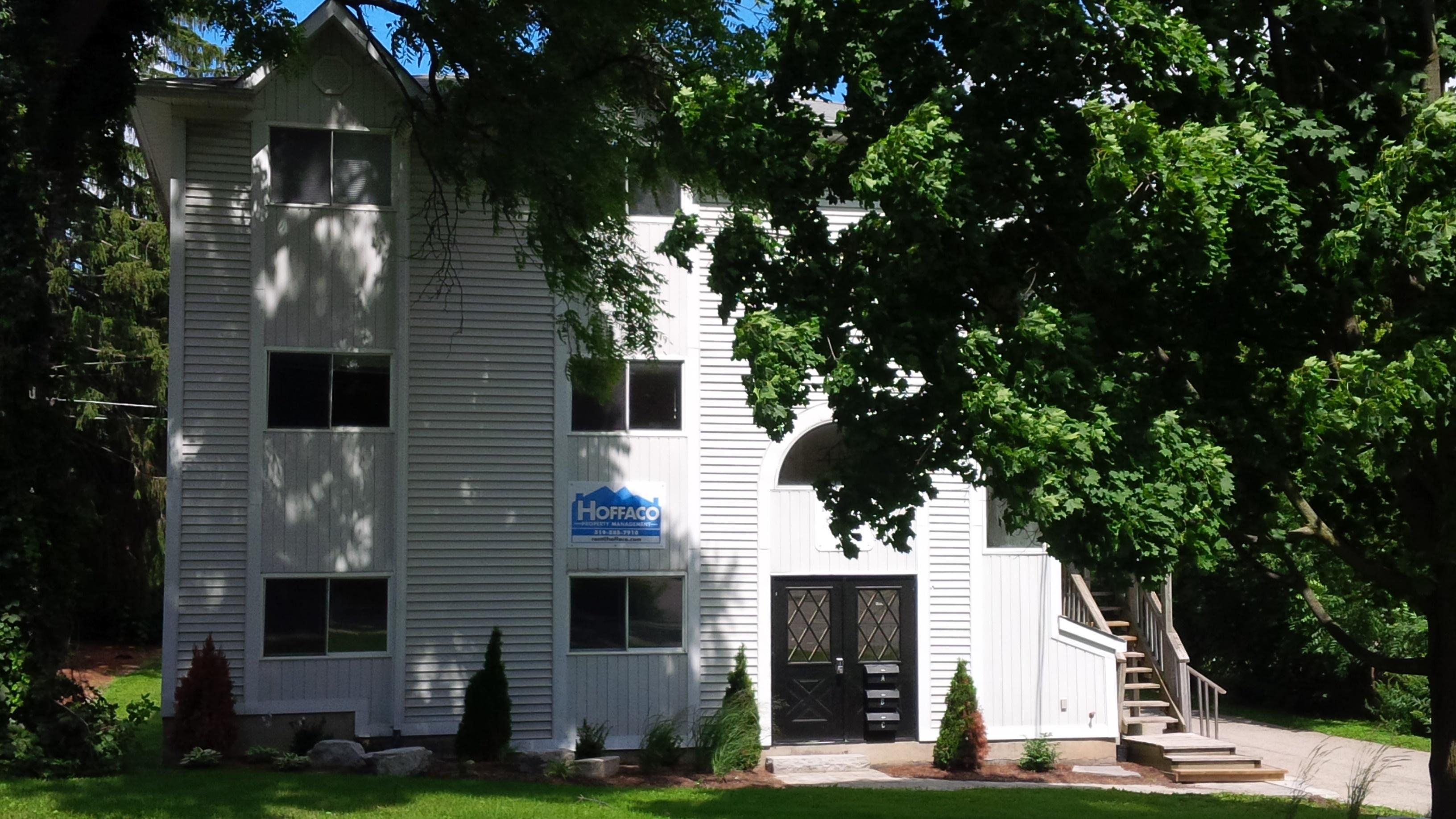 52 Noecker - STUDENTS!  Granite kitchen + FREE Utilities! Walk to WLU + Uptown! Furniture!