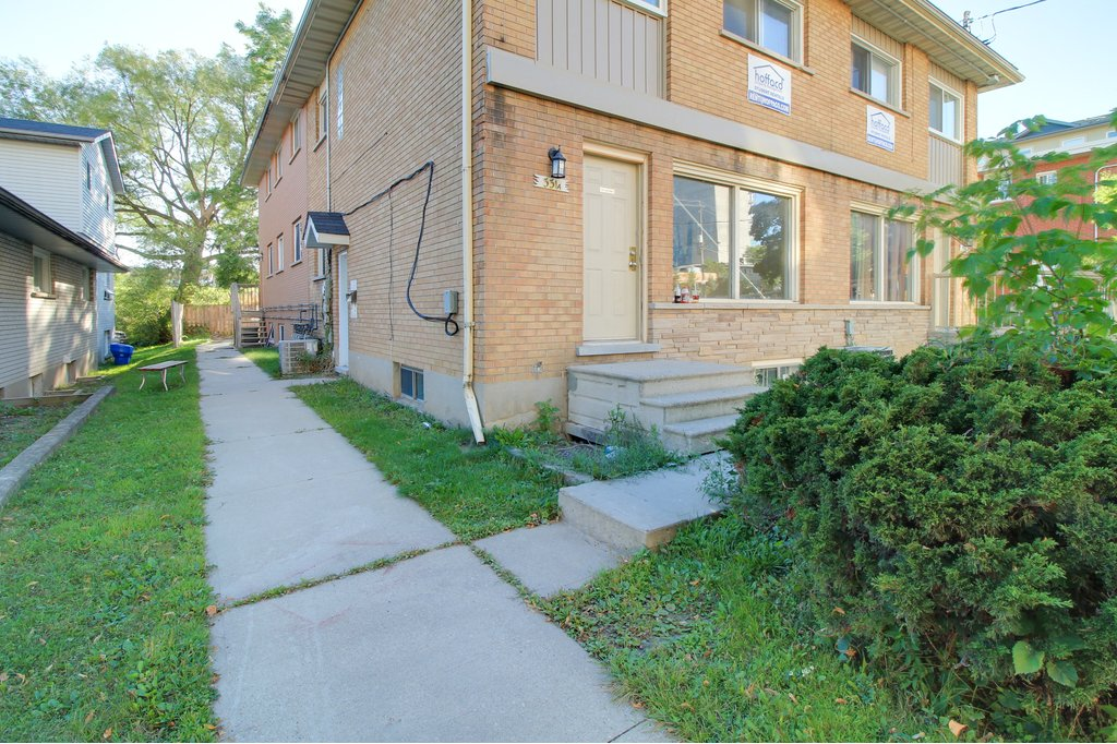 331 Spruce -  Students love CLEAN + CHEAP space! Utilities + Furniture FREE! Steps to WLU+UW!