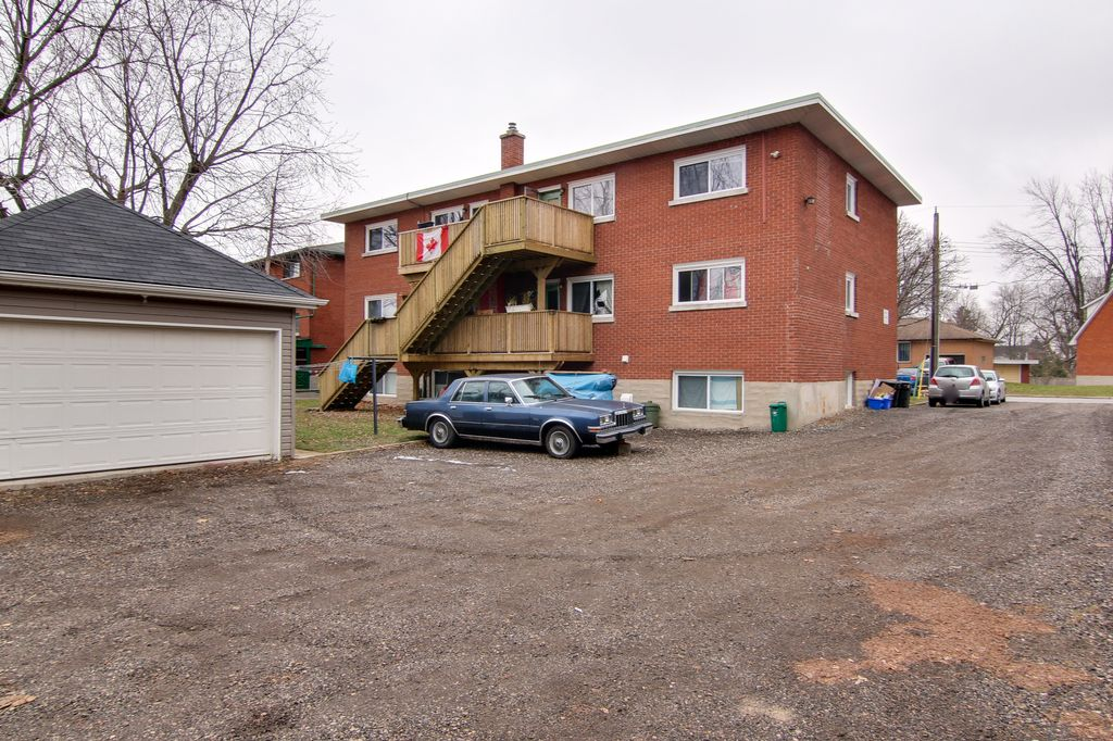 120 Clive - Spacious units show CLEAN! Newer paint and many updates! Great building! Feels like home!