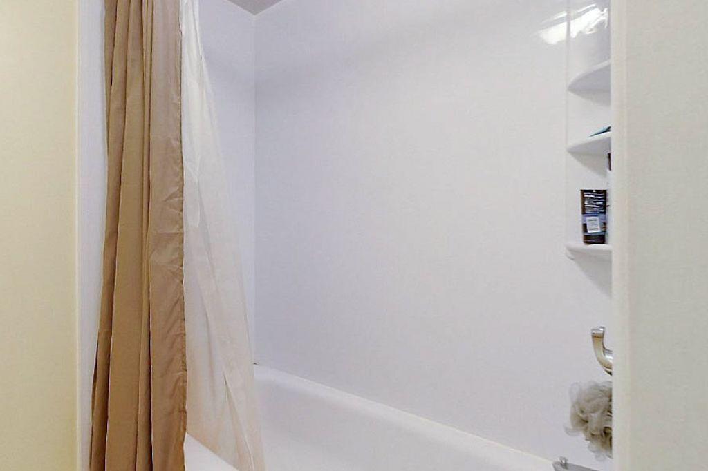 42 Amos - Lower unit bathroom