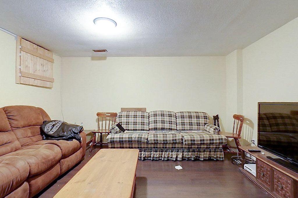 42 Amos - Lower unit - Living room
