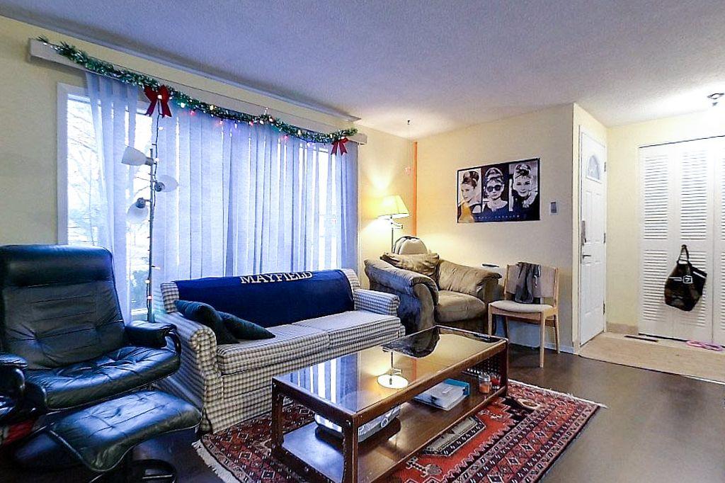 42 Amos - Main unit - Living room