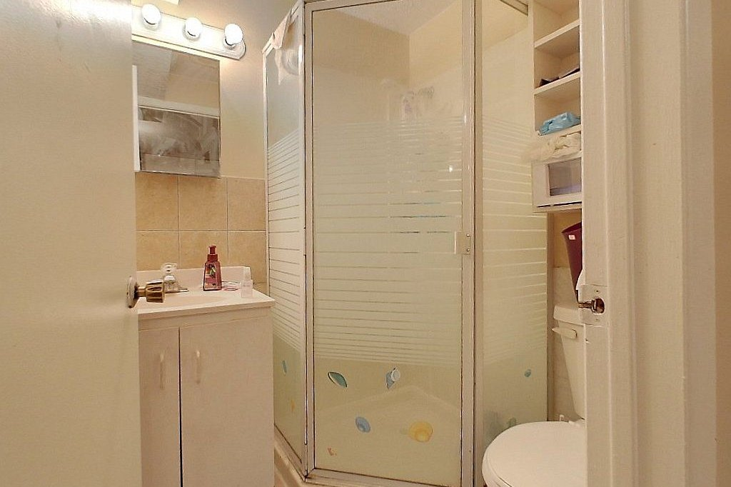 Unit A - Washroom