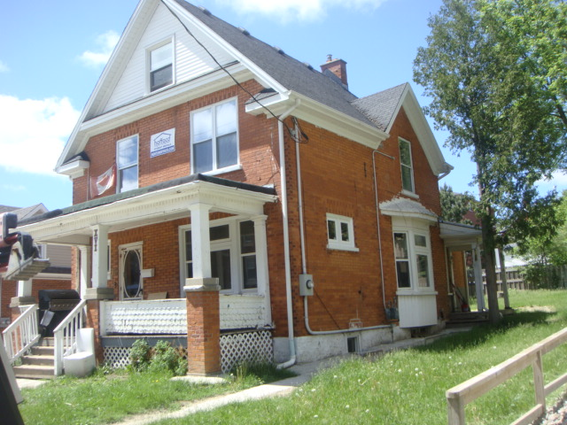 16 Ezra - Entire detached house - Walk to WLU in seconds!  Check 3D tour and map and call now!