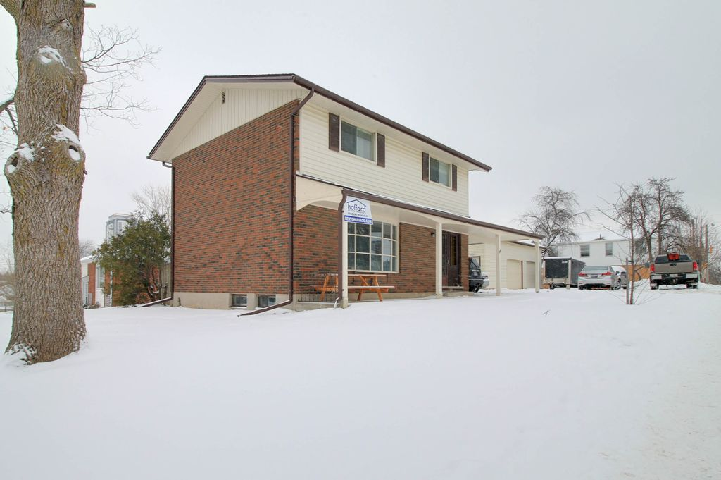 366 Hazel - Fully detached house available - Walk to UW+WLU!