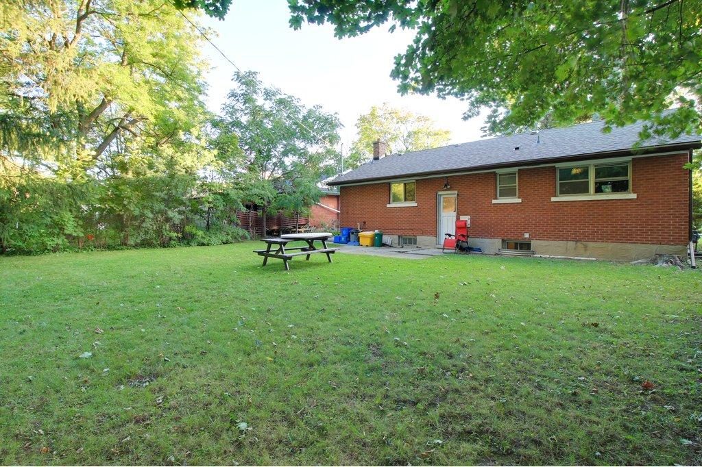266 Sunview - Walk to UW+WLU! Detached house! Big beautiful yard!