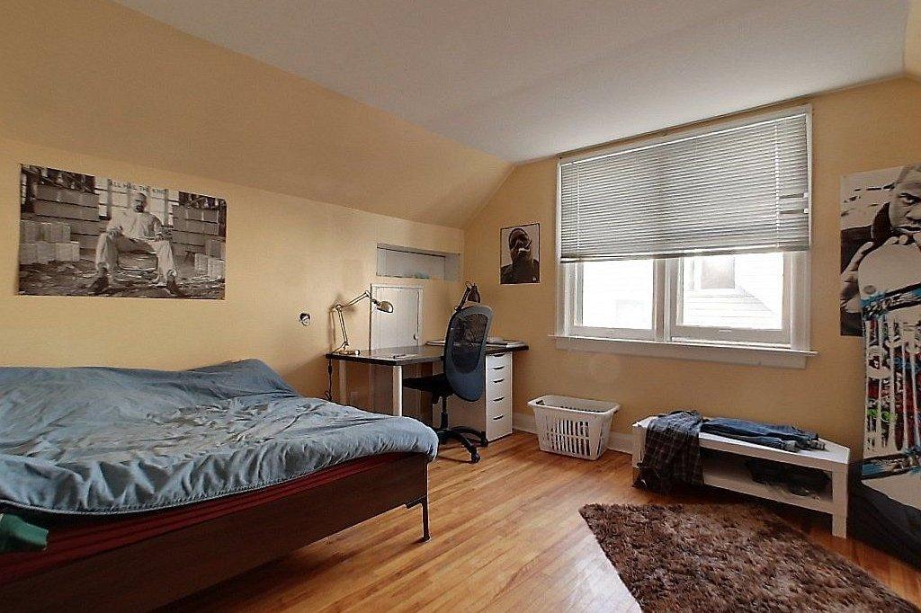 Front unit bedroom
