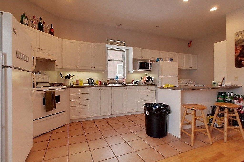Top level (unit B) - Kitchen