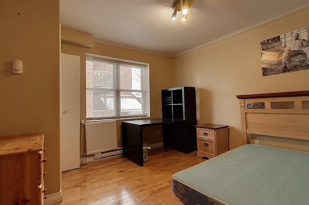 Middle level (unit A) - Bedroom