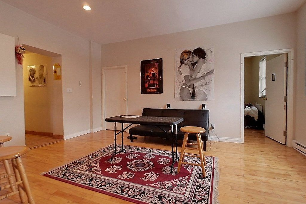 Top level (unit B) - Living room
