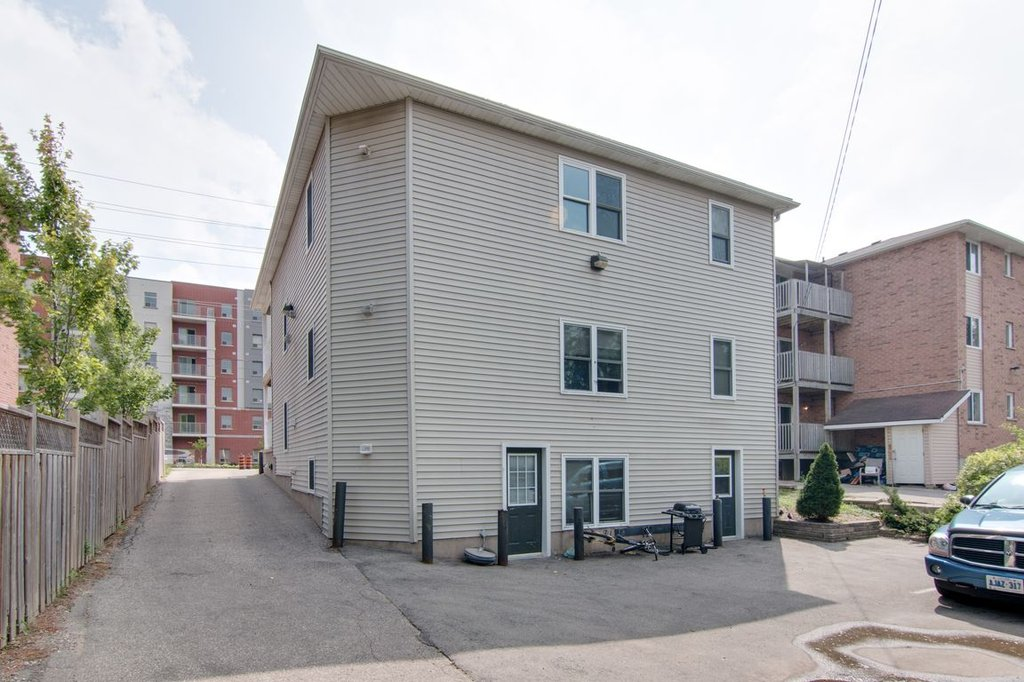 24 Columbia - AAA quality! Utilities included and furniture option! Walk to UW+WLU+Shops!