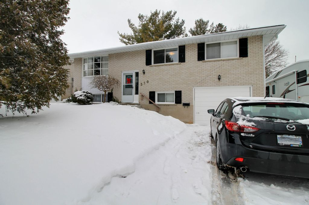 550 Mount Anne - UW students! Full detached house available!  Deck! FREE utilities option!