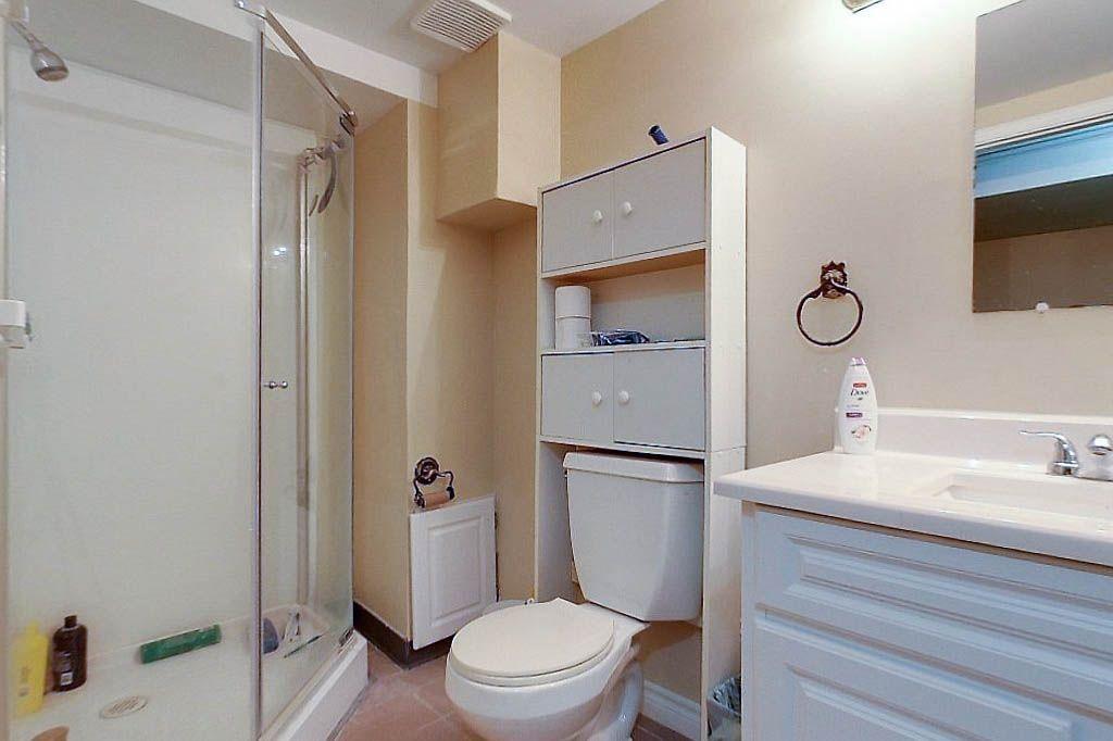191 Cedarbrae - Lower unit - Washroom