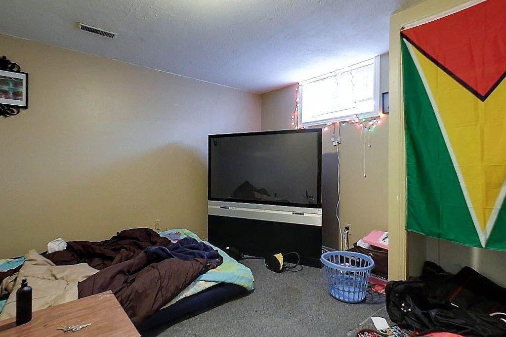191 Cedarbrae - Lower unit - Bedroom