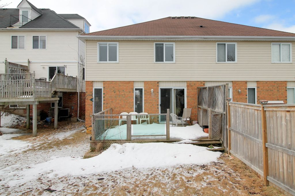 646 Basswood - Columbia Forest Semi! Ensuite, Walk-in Closet, Vaulted and Cathedral Ceilings!