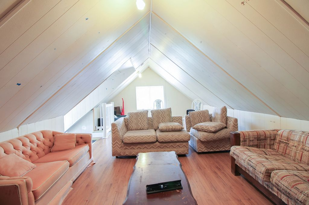 142 Erb - Attic living room