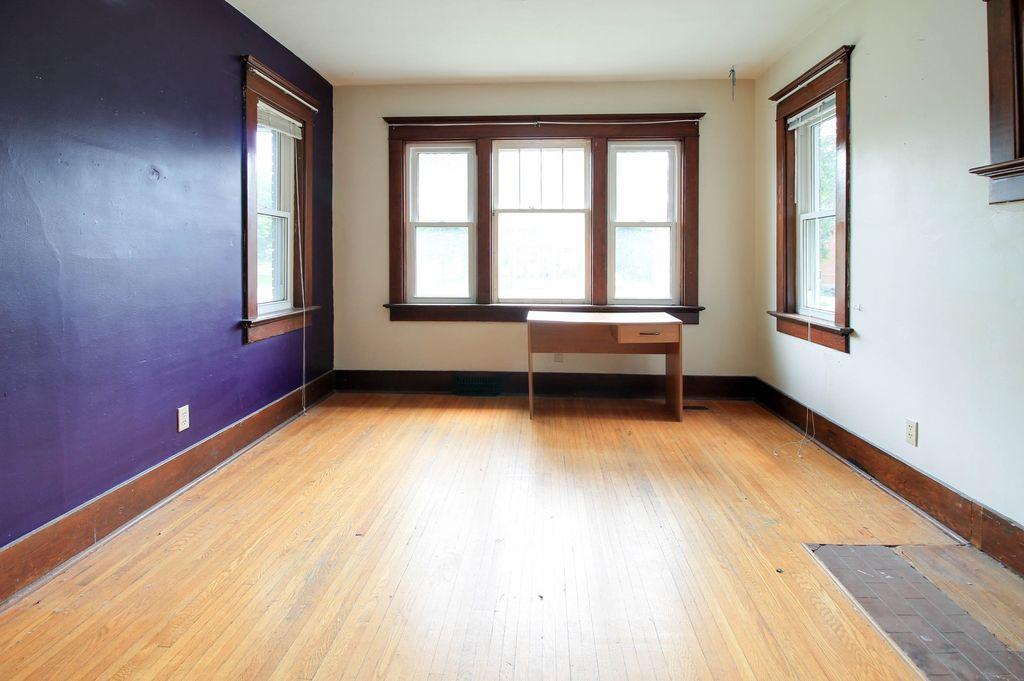 142 Erb - Main floor bedroom