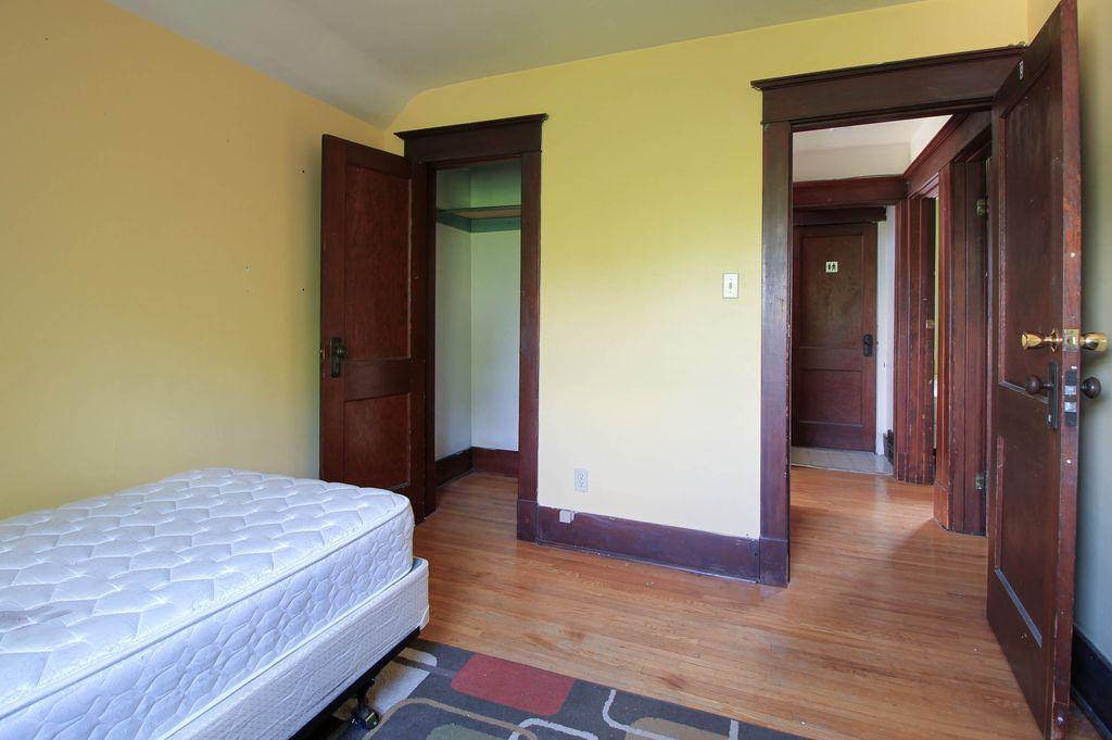 142 Erb - Second storey bedroom