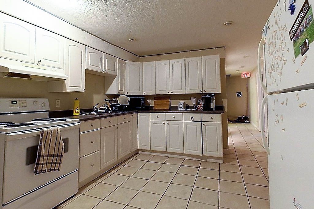 251 Sunview - Students! 8 month! Check map and rent now! Rent by the bedroom!