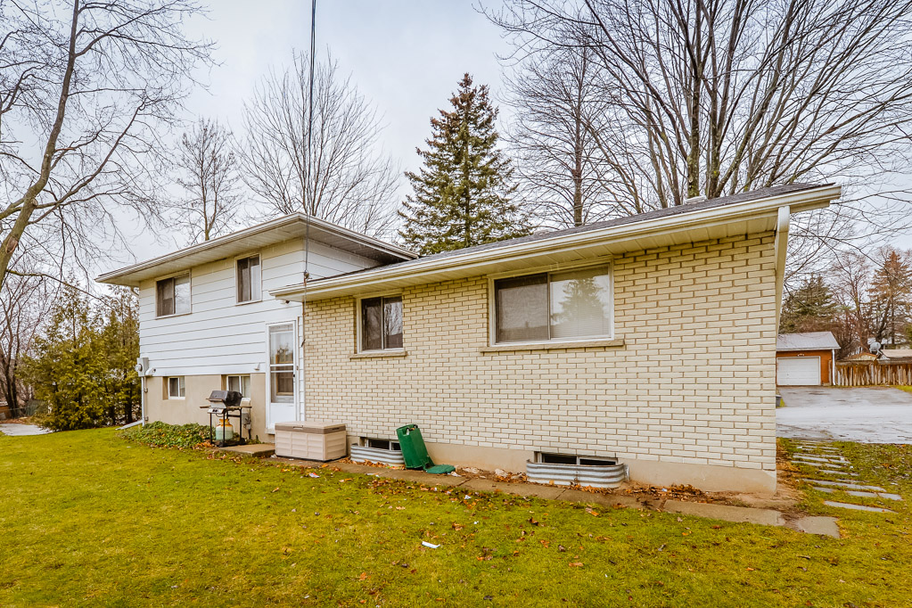 548 Mount Anne - Spacious fully detached house on north side of UW! Porch! Includes pool table!
