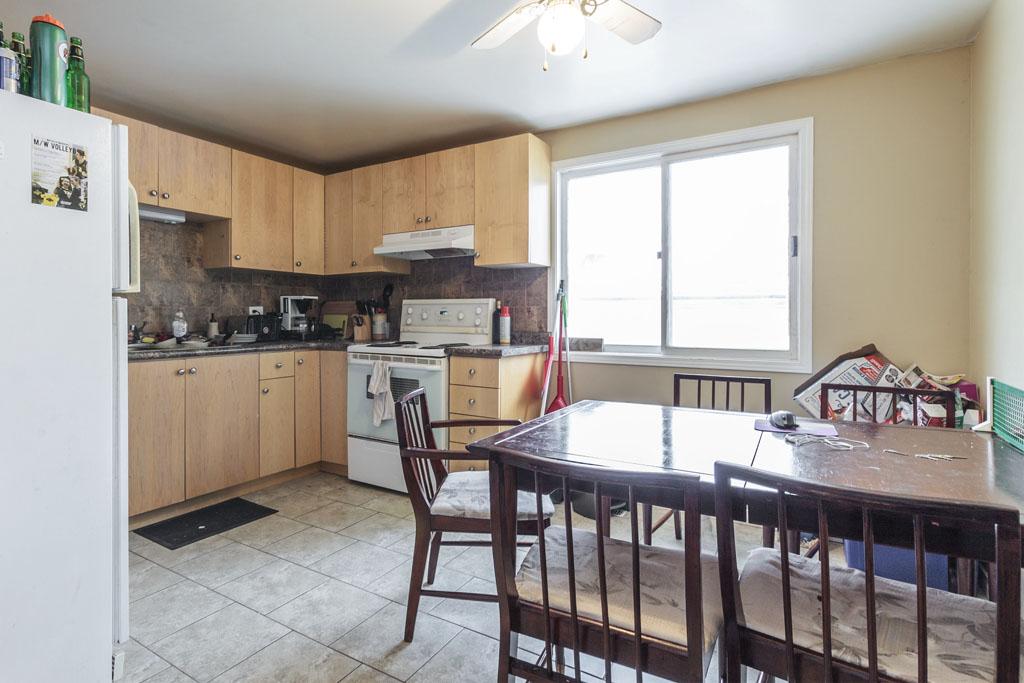 46 Amos - Main floor kitchen