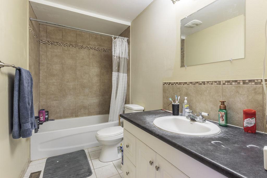 46 Amos - Main floor washroom