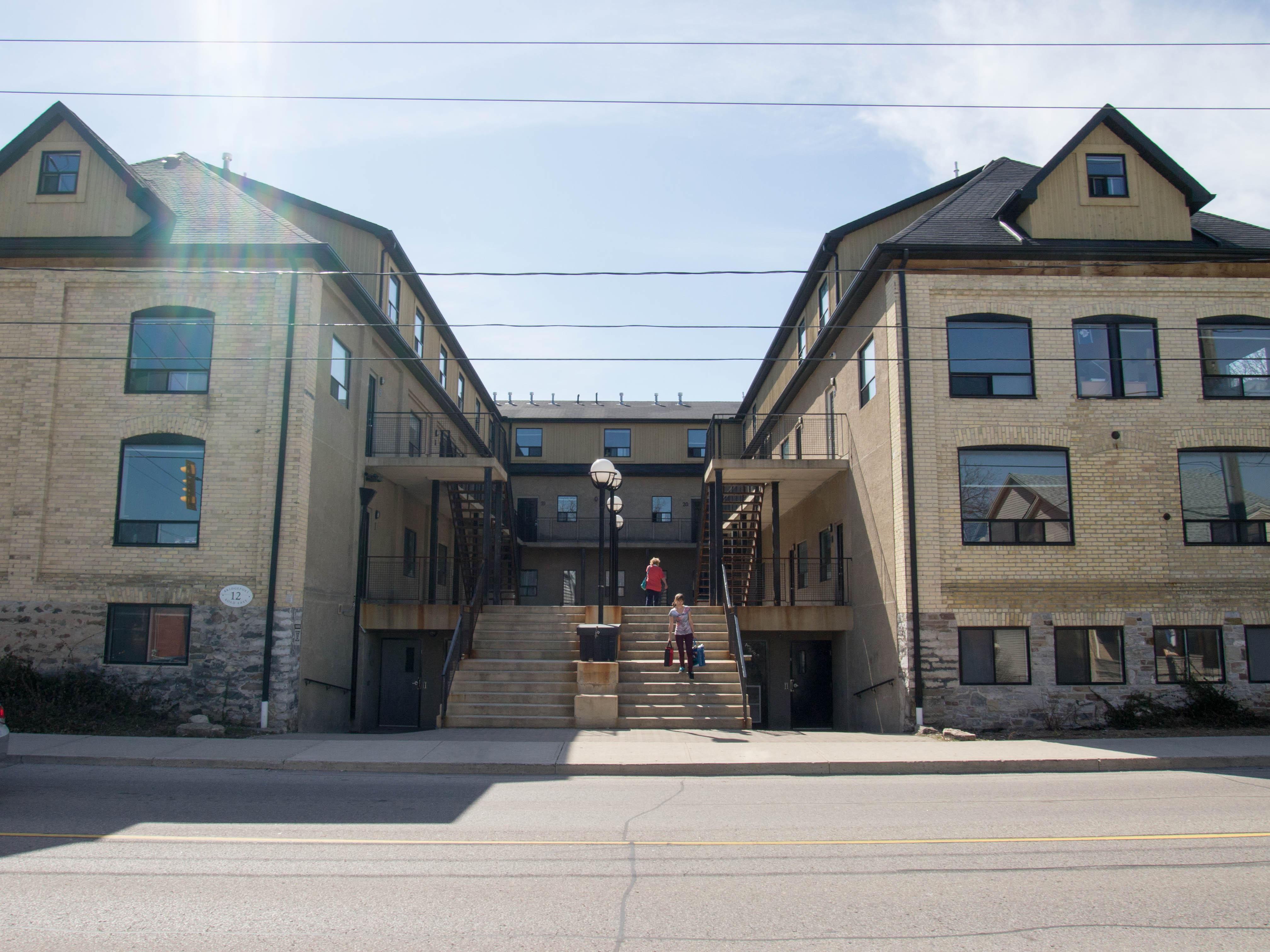 12 Bridgeport - STUDENTS! Walk to Uptown + WLU. BIG rooms.