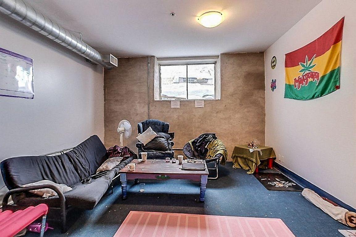 Unit 7 - living room