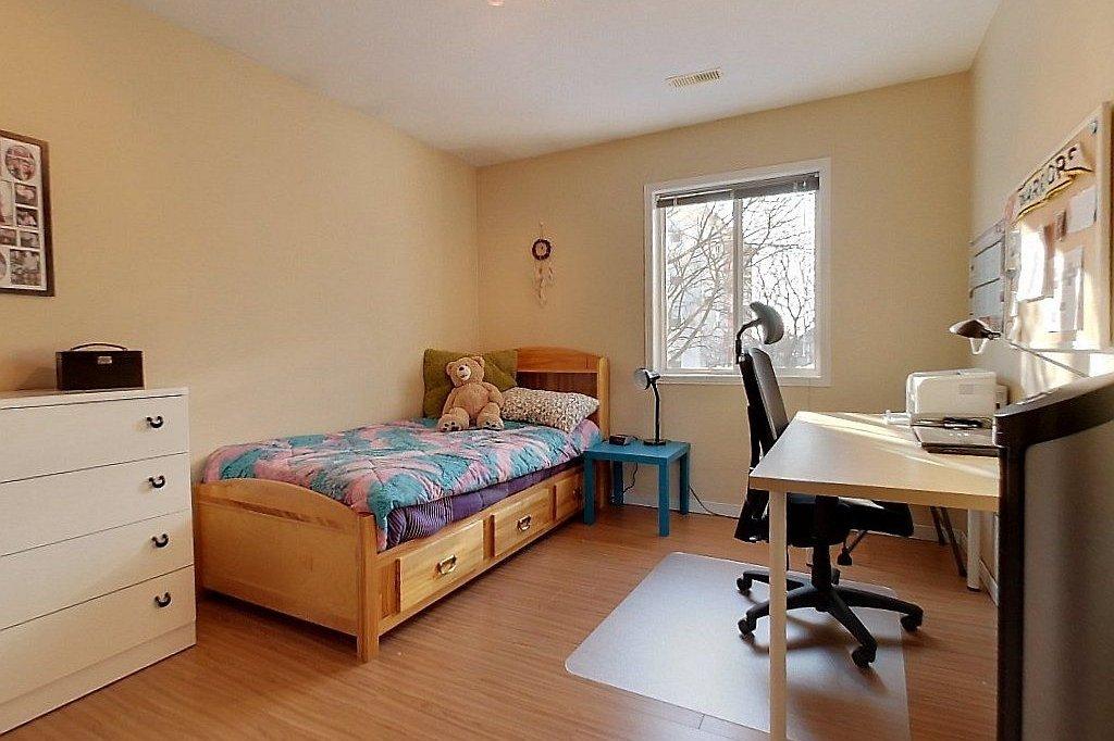 256 Lester - Steps to UW+WLU! Free utilities. Furniture. Big CLEAN space!