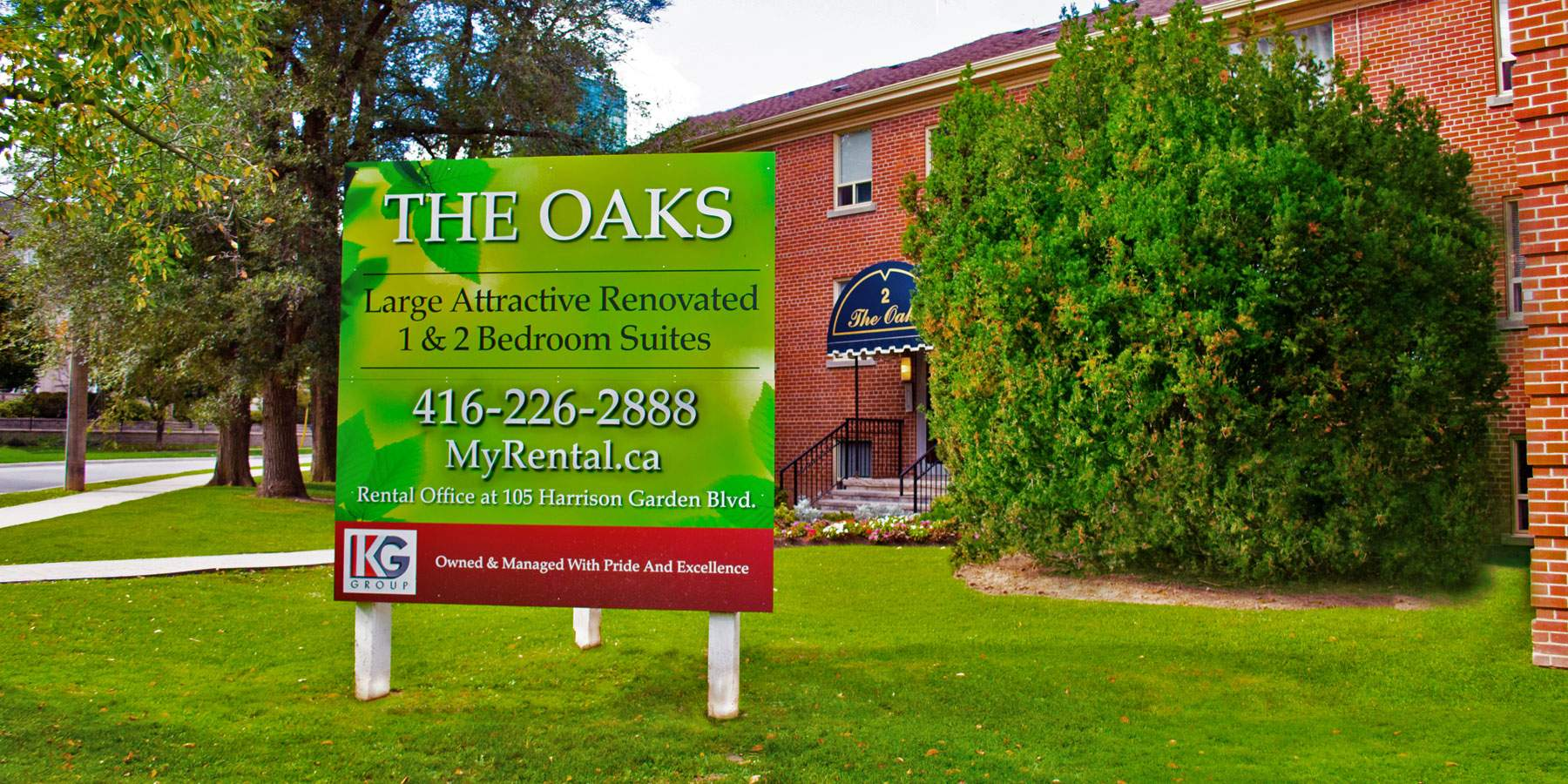 The Oaks Exterior Front Lawn