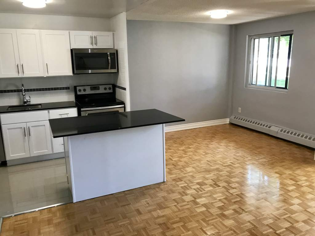 Open Concept Kitchen-& Family room- Hardwood Floors