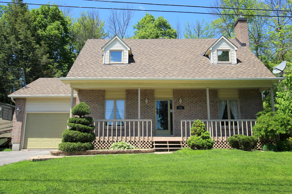 Russell House for rent, click for more details...
