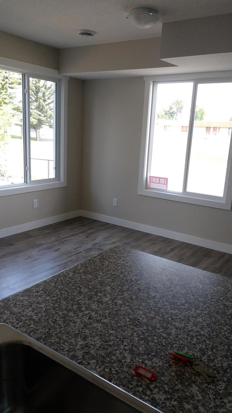 Calmar Townhouse for rent, click for more details...