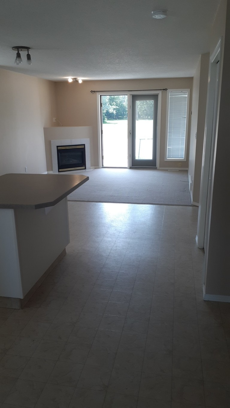 Sylvan Lake Townhouse for rent, click for more details...