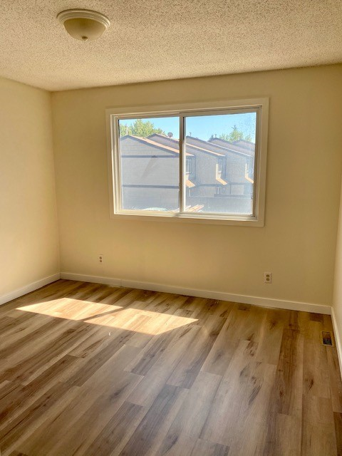 Calgary Townhouse for rent, click for more details...