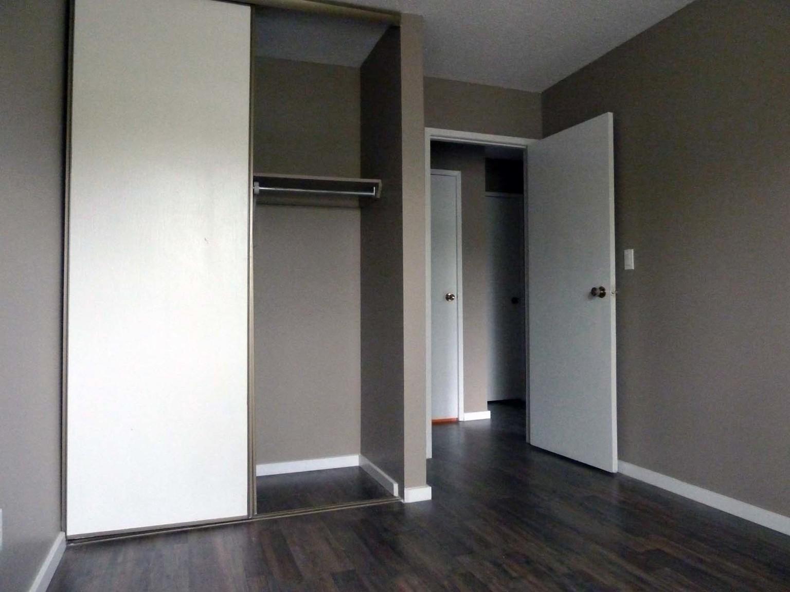 412 Huntsville Cres. NW, Calgary, AB - $925