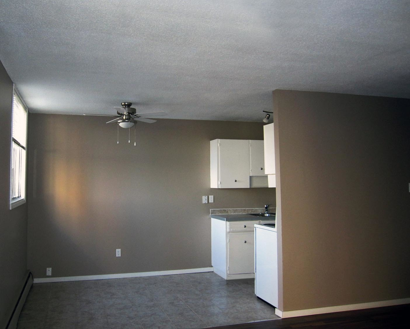 1212 13 Avenue SW, Calgary, AB - $1,299